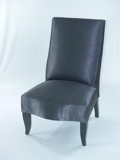 חידוש רהיטים עתיקים במזכרת בתיה